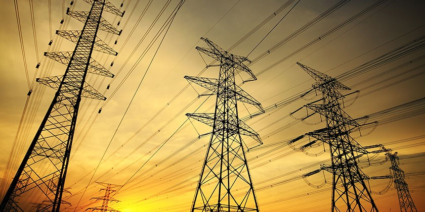 बिजली पर घिरी सरकार, विपक्ष ने मांगा इस्तीफ़ा और सीएम ने अफसरों को चेताया