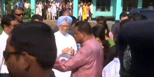 Manmohan Singh Casts His Vote In Assam's Dispur In Phase 3 Of Elections