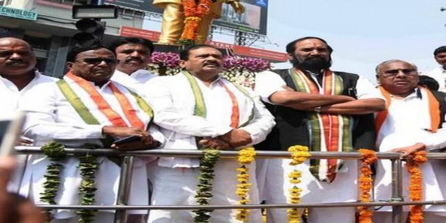 Telangana Congress leaders pay rich tributes to Rajiv Gandhi