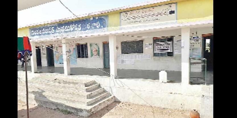 Deaths of 10 MGNREGA workers in Tileru : Villagers abstain from voting