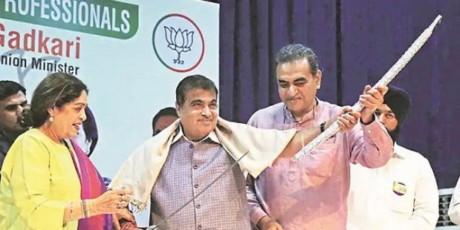 Nitin Gadkari pitches for double-decker buses, says will lead to transport revolution in city