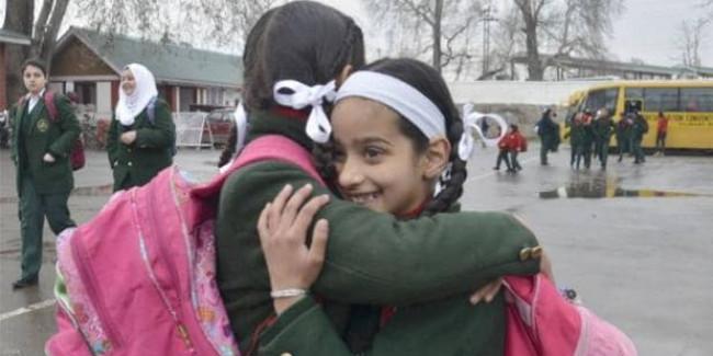 जम्मू-कश्मीर में आज खुलेंगे स्कूल, श्रीनगर के डीसी बोले- हालात काबू में