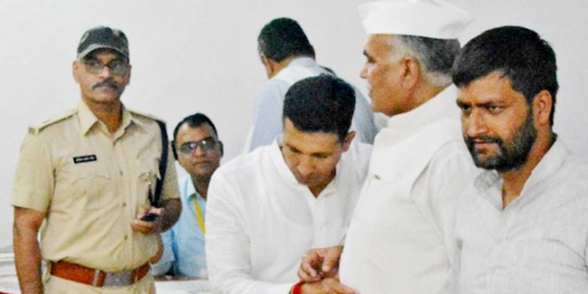 रायसेन-विदिशा संसदीय क्षेत्र से निर्दलीय पर्चा भरने जा रहे कांग्रेस नेता को खींचकर बाहर लाए मंत्री जीतू पटवारी