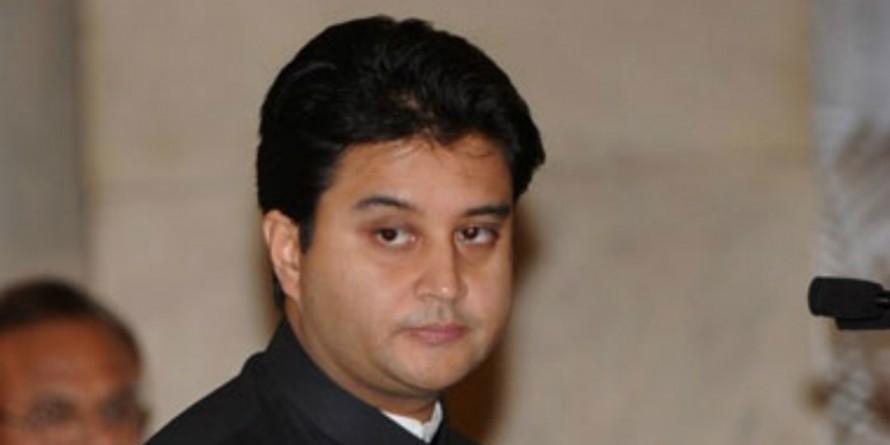 ज्योतिरादित्य सिंधिया ने कांग्रेस के राष्ट्रीय महासचिव पद से दिया इस्तीफा