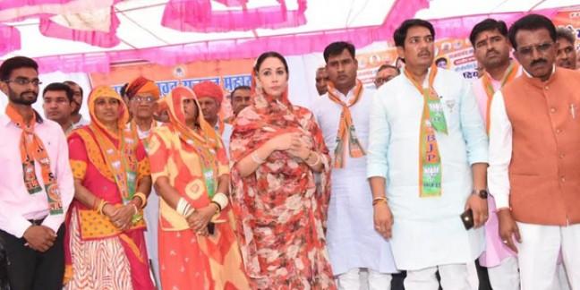 दिया कुमारी ने कहा- भारतीय राजनीति का डूबता जहाज है कांग्रेस, इसमें जो भी बैठेगा डूबेगा,