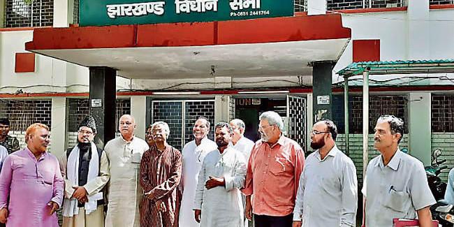 भाजपा के विरुद्ध कई दल एकजुट