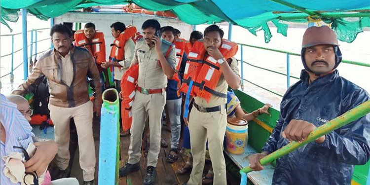 Godavari boat mishap: AP govt to give Rs 25k each to villagers who helped in rescue ops