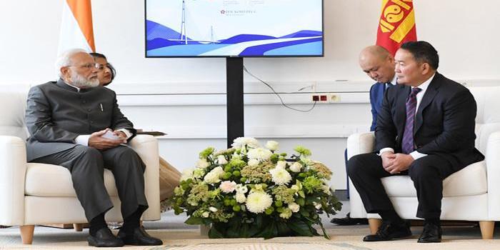 प्रधानमंत्री मोदी ने मंगोलिया के राष्ट्रपति से की मुलाकात