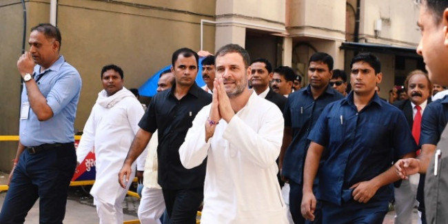 गुजरात में राहुल गांधी, सूरत की अदालत के सामने मानहानि केस में हुए पेश