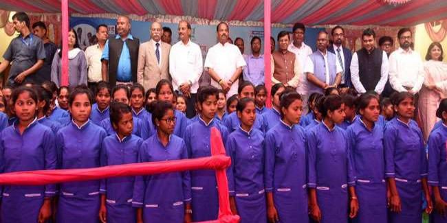 गुमला में सीएम रघुवर ने कौशल नर्सिंग कॉलेज का किया उद्घाटन, कहा- बेटियों को गुमला में ही मिलेगी ट्रेनिंग