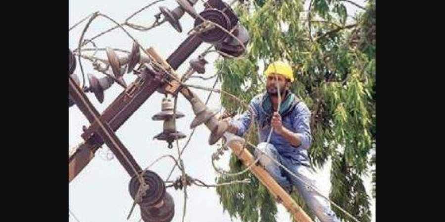 HESCOM helps Odisha restore power