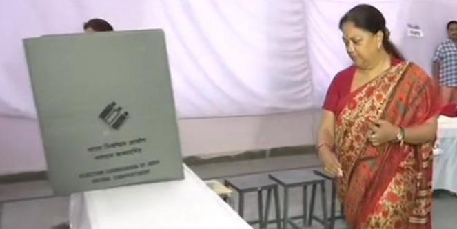 राजस्थान में 13 सीटों पर वोटिंग जारी, सुबह नौ बजे तक हुआ 13.29 प्रतिशत मतदान
