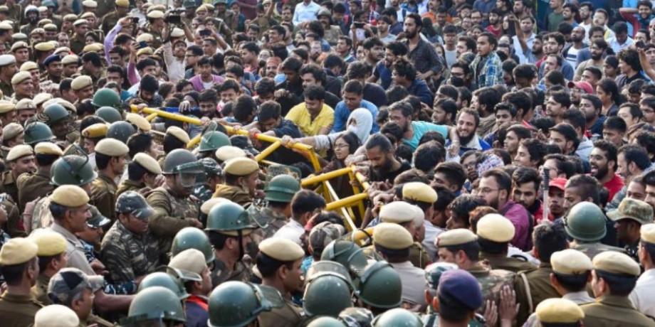 रंग लाया छात्रों का प्रदर्शन, JNU में फीस बढ़ाने का फैसला वापस