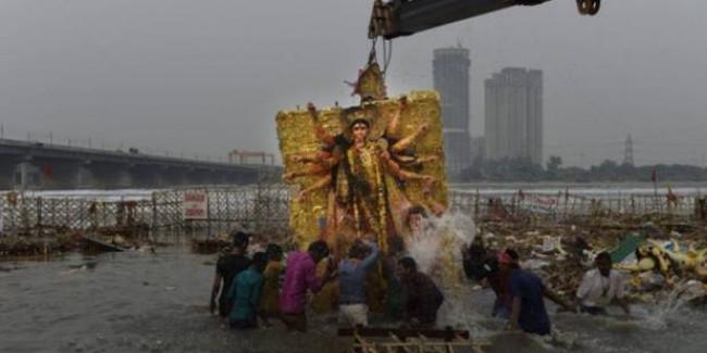 गंगा या अन्य सहायक नदियों में मूर्ति विसर्जन बैन, देना होगा 50,000 रुपये का जुर्माना
