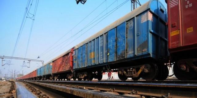 रेलवे ने शुरू की 'ब्रांडिग ऑन व्हील्स' योजना, अब मालगाड़ियों पर छपेंगे विज्ञापन