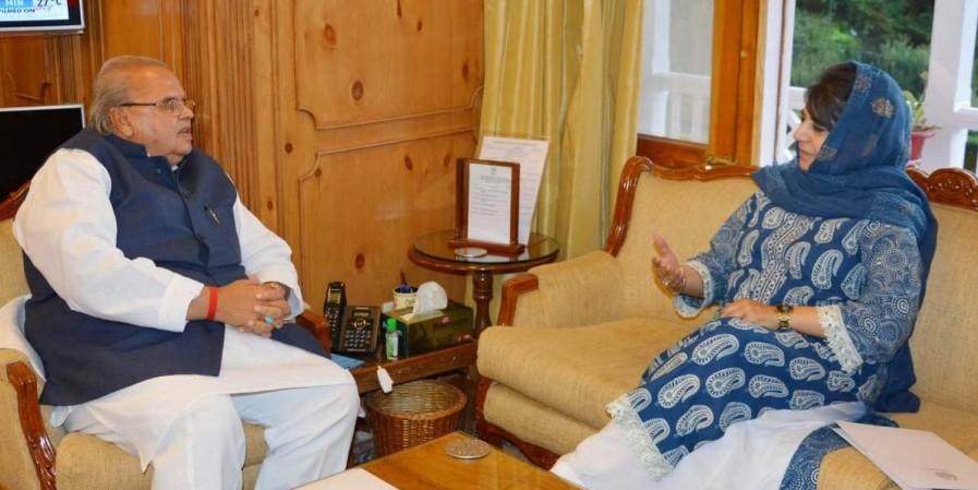 जम्मू-कश्मीर के हालात पर महबूबा ने राज्यपाल से की चर्चा, विधानसभा चुनाव को लेकर भी वार्ता