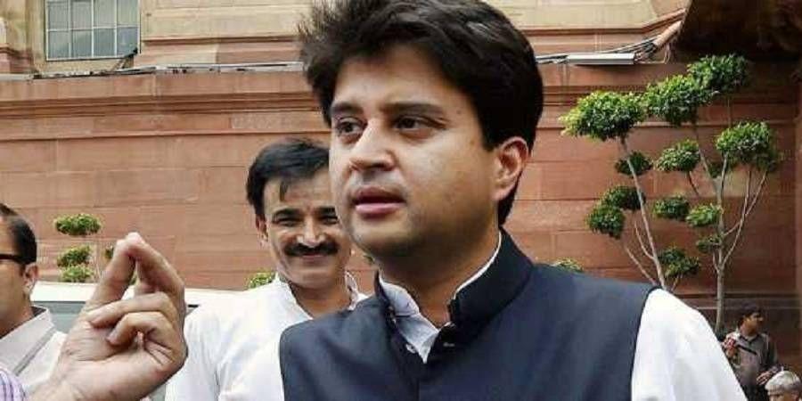 कमलनाथ के खिलाफ आवाज बुलंद, सिंधिया को प्रदेश अध्यक्ष बनाने की उठी मांग