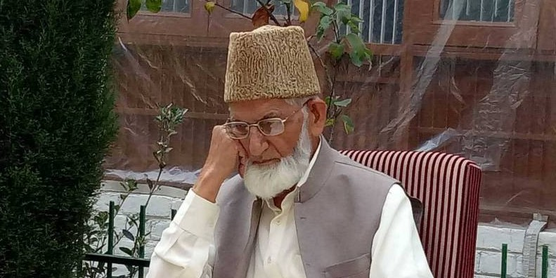 Geelani hails release of prisoners by India, Pakistan