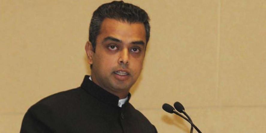 कांग्रेस में दो फाड़, मिलिंद देवड़ा भाजपा के साथ !!