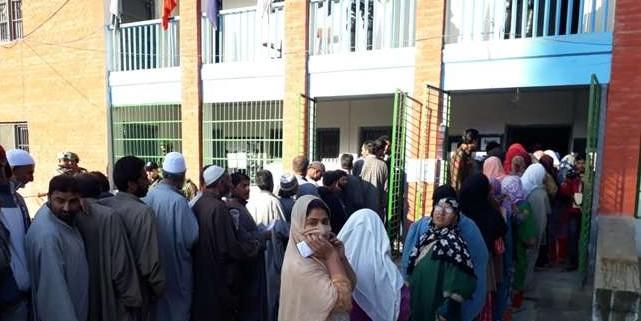 मतदान प्रक्रिया में बाधा डालने के लिए आतंकियों ने रहमू मतदान केंद्र में फेंका ग्रेनेड
