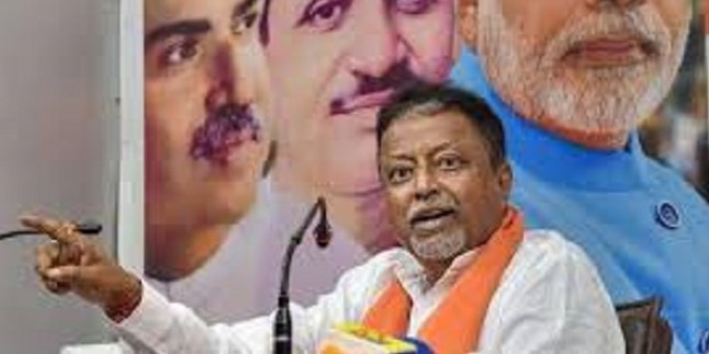 3 West Bengal MLAs, several councillors join BJP in Delhi