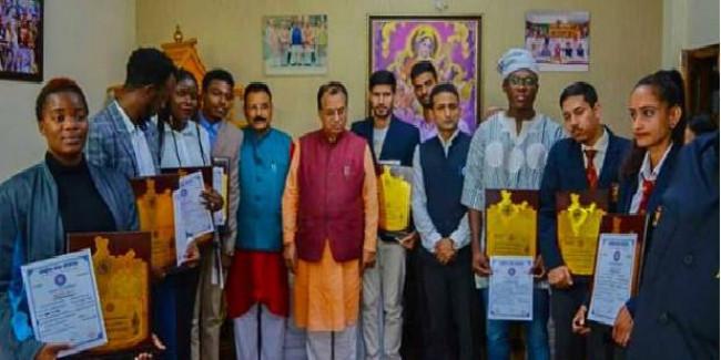 Himachal Pradesh: Ministry of Education Awards Students of APG Shimla University