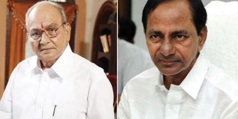 CM KCR pays visit to director K Vishwanath's house