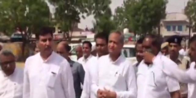 बाड़मेर हादसा : घटनास्थल पर पहुंचे CM गहलोत, 14 लोगों की हुई थी मौत