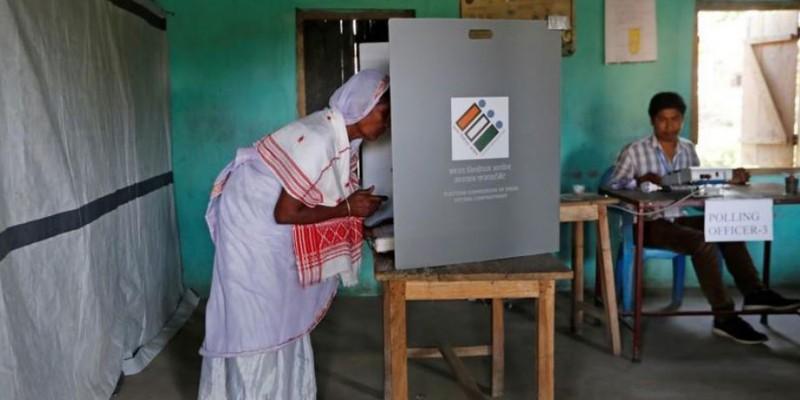 मतदान करने पर 10 परिवारों का ग्रामीणों ने किया सामाजिक बहिष्कार, मंदिर में प्रवेश पर भी लगाई रोक